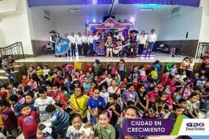 Sorprende Alcalde a niños de Díaz Ordaz con Coco.